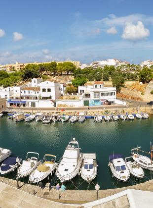 Der Hafen von Cuitadella. Panorama mit dem Handy aufgenommen.